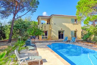 Villa with private pool in Domaine