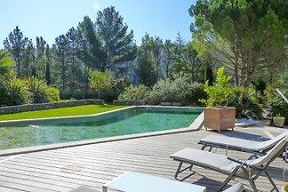 Ferienhaus bei Aix mit Pool