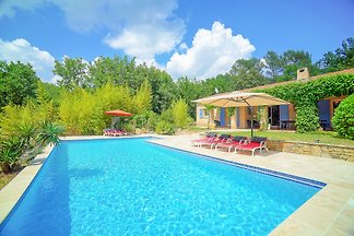 Holiday cottage with pool