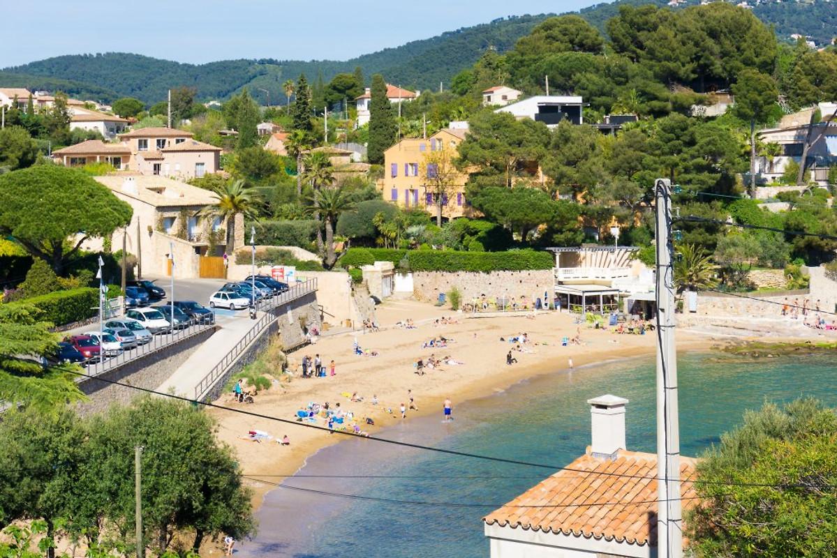 Villa avec piscine pr s de la plage maison de vacances for Piscine carqueiranne