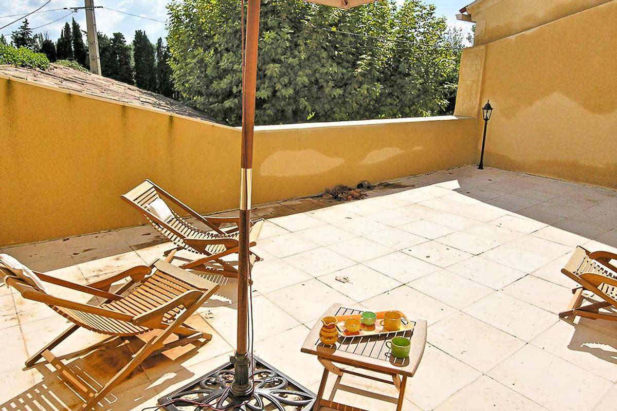 Colonica provenzale con piscina casa vacanze in loriol for Casa vivente del sud progetta la casa colonica