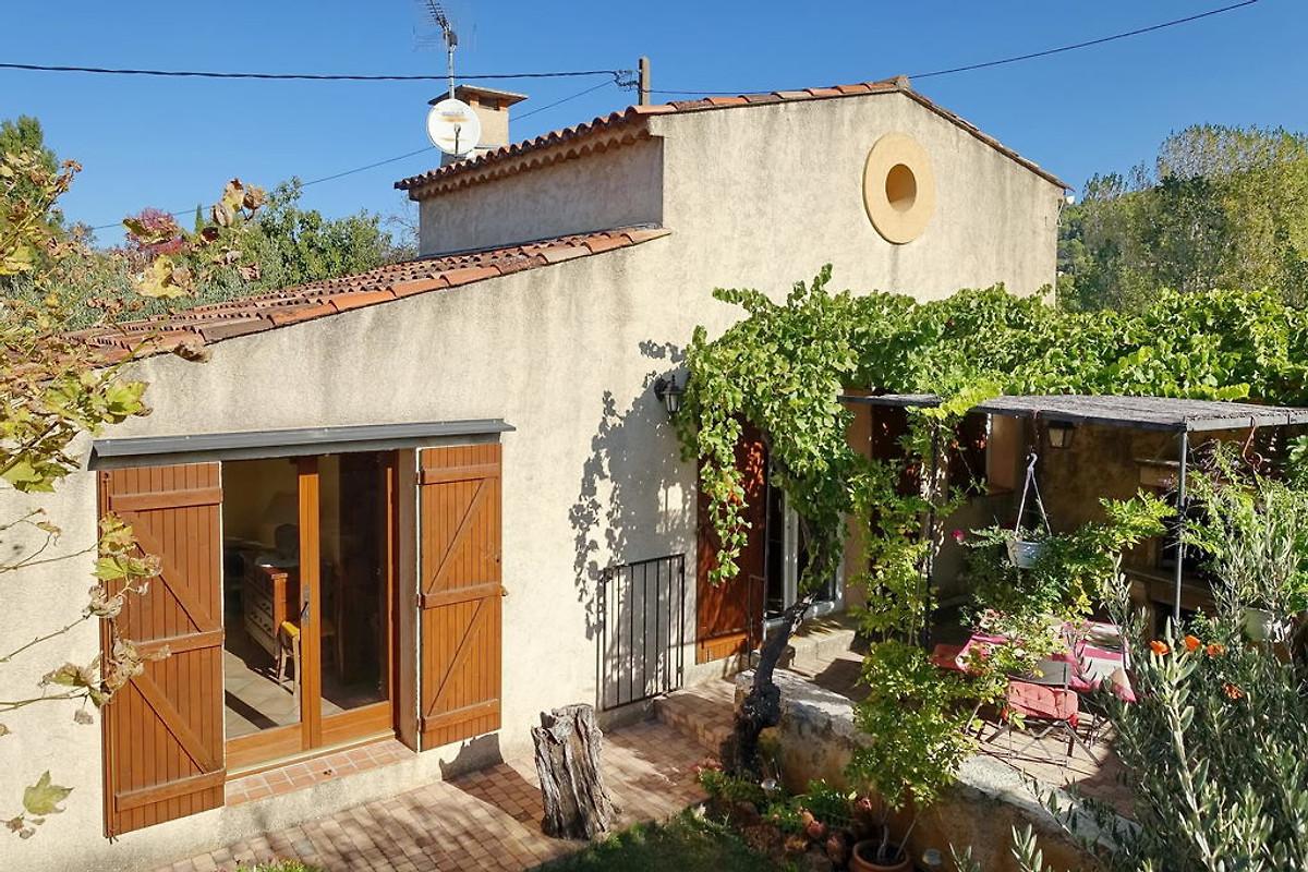 Cottage pr s de gorges du verdon maison de vacances for Location maison avec piscine gorges du verdon