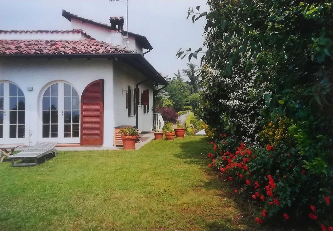Villa sul lago di garda casa vacanze in padenghe sul for Case vacanze sul lago di garda