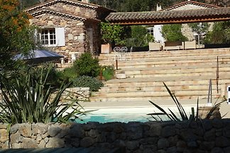Small cottage for two in the Provencal style