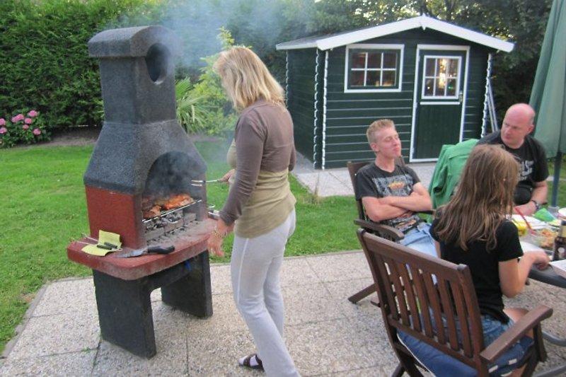 Und abends grillt die Fammilie mit Freunden