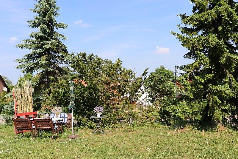 Sitzecke im großen Garten
