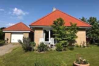 freistehendes Ferienhaus mit Terrasse und Garten & Parkplatz