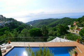 Villa with pool Costa Brava Spain