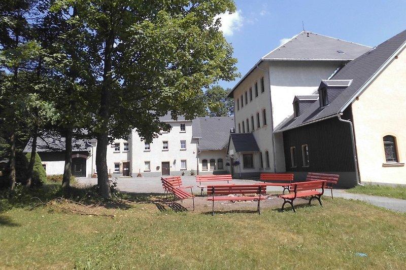 Lagerfeuerplatz mit Hof und Garten