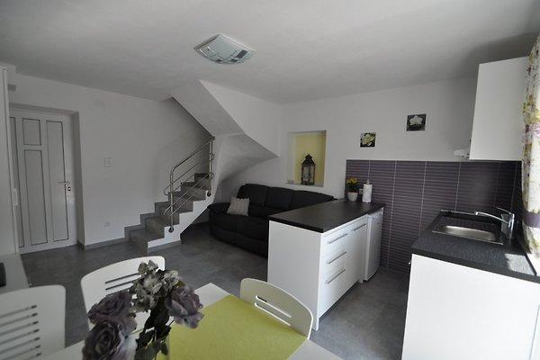 Draga 2 nieuw centraal en rustig vakantie appartement in vrbnik huren - Centraal koken eiland ...