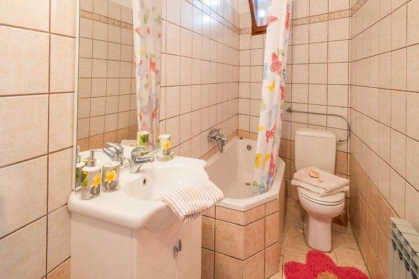 Iva centraal ruim goed onderhouden vakantie appartement in vrbnik huren - Tafel centraal eiland ...