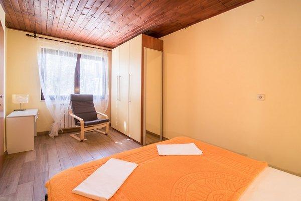 haus beneto strandnah mit garten ferienhaus in vrbnik mieten. Black Bedroom Furniture Sets. Home Design Ideas