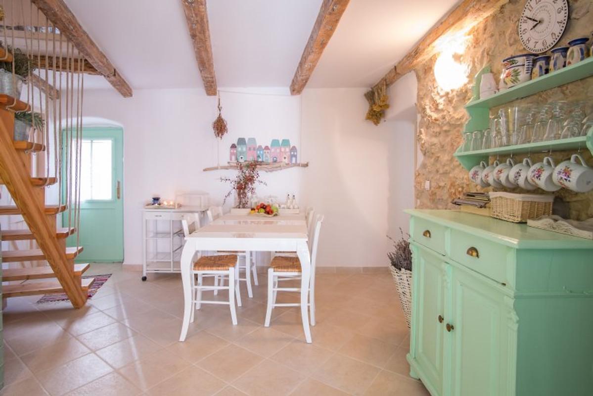 Luce ingericht heel mooi vakantiehuis in vrbnik huren - Heel mooi ingerichte keuken ...