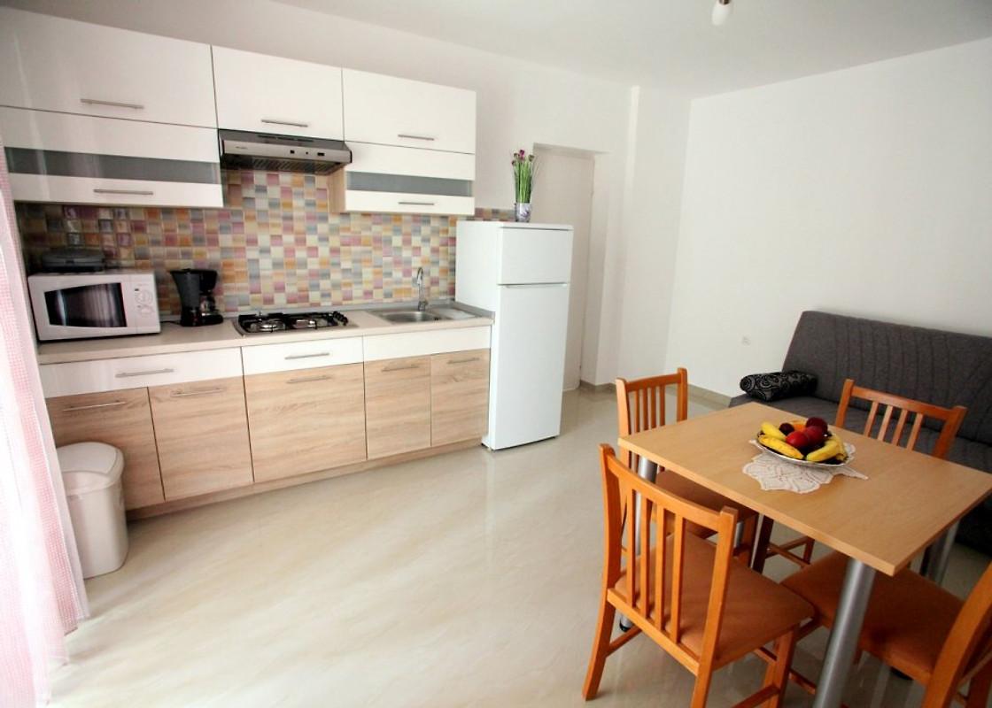 Ivana centraal gelegen nieuwe vakantie appartement in vrbnik huren - Centrum eiland keuken prijs ...