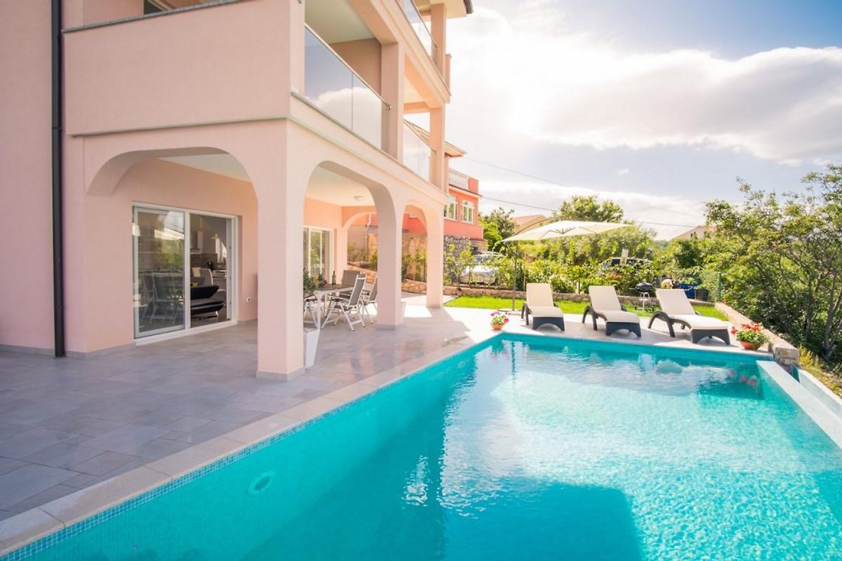 Sascha mit pool und traum meerblick ferienwohnung in for Haus mit pool mieten