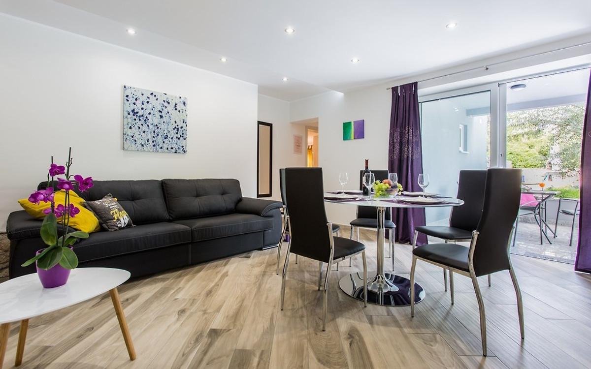 Irena ruhige lage ferienwohnung in risika mieten - Wohn und esszimmer kleiner raum ...