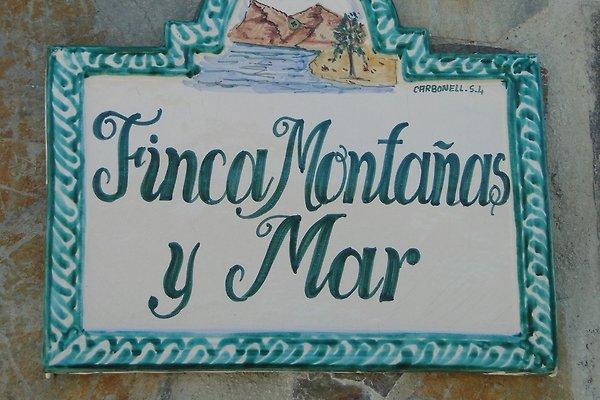 "<span style=""font-size:smaller;"">Firma Finca Montañas y Mar</span><br> Frau Bauer"
