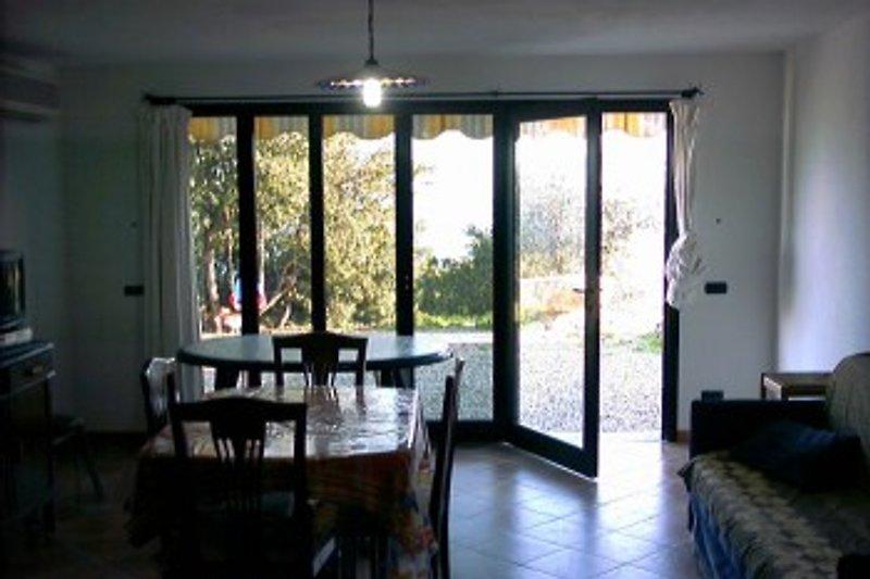 Livingroom with a slidingdoor to the porch.