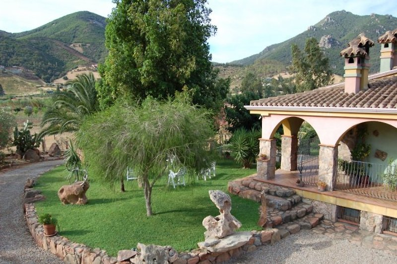 Into this villa we rent three different apartments; two smaal ones and a larger unit.