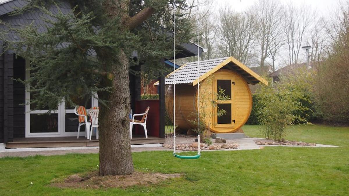 ferienhaus pirat mit fass sauna ferienhaus in damp mieten. Black Bedroom Furniture Sets. Home Design Ideas