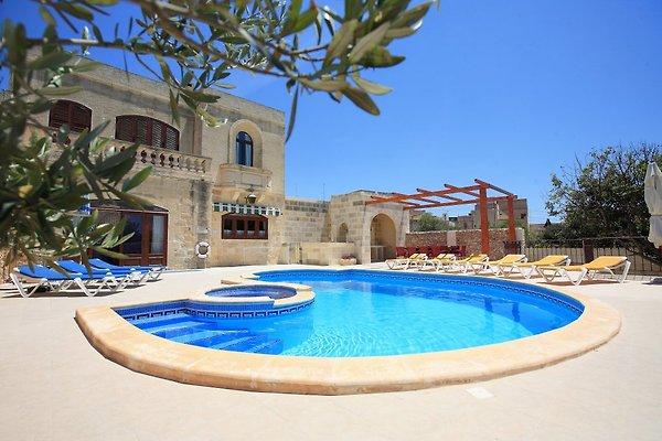 Villa Ta' Menzja in Xaghra - Bild 1