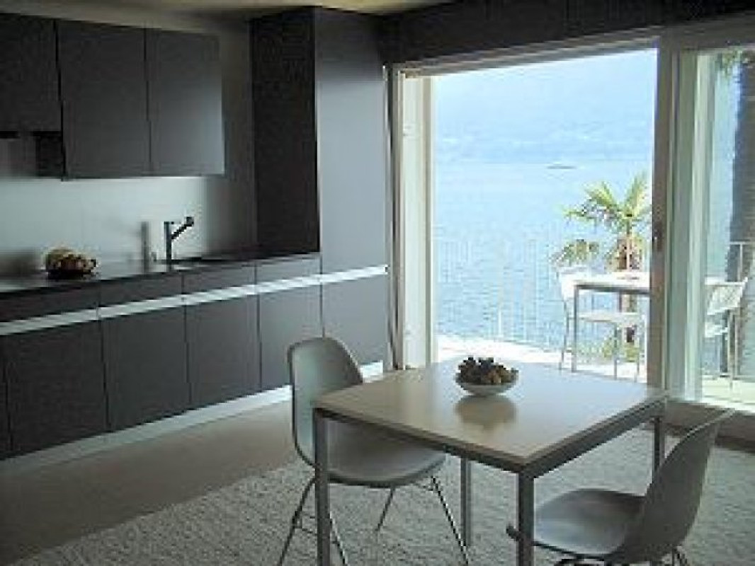 casa lago direkt am see ferienwohnung in porto ronco mieten. Black Bedroom Furniture Sets. Home Design Ideas