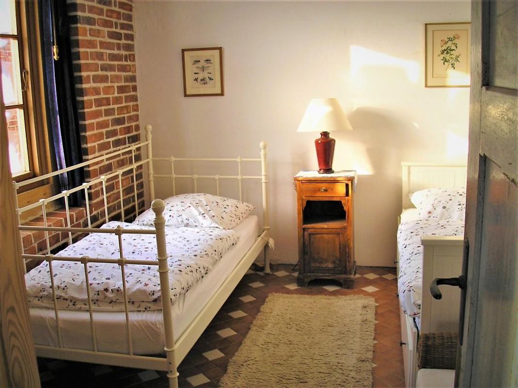 Das Schlafzimmer Mit Zwei Getrennten Betten.