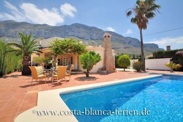 preciosa casa de campo con piscina extra grande en Denia - imágen 1