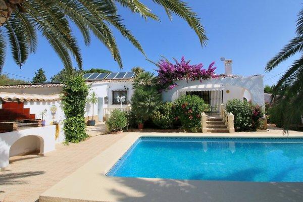 con piscina, casa de barbacoa y aire acondicionado en Denia - imágen 1