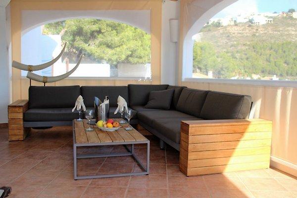 villa mit privatpool und jacuzzi ferienhaus in moraira mieten. Black Bedroom Furniture Sets. Home Design Ideas
