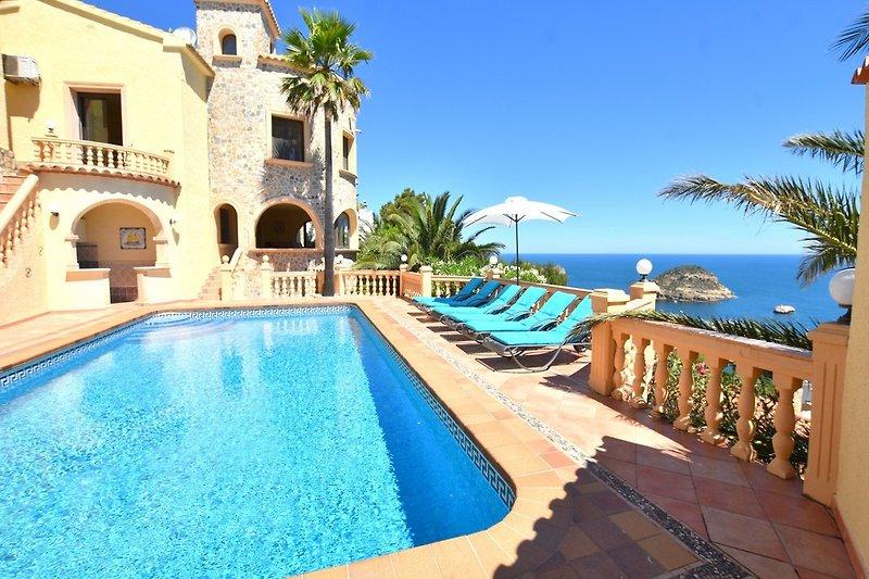 die Villa kann bis 4, 6 oder 8 Personen gemietet werden