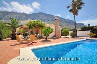 bella casa di campagna con grande piscina in più