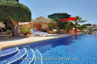 Villa con piscina privada climatizada