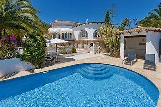 Villa Benissa Pool blickgeschuetzt