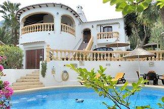 Villa con piscina blickgeschützem