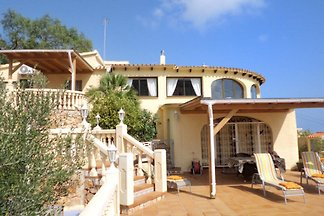 High quality villa with sea views