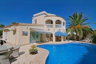 Villa con piscina privada y jacuzzi