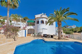 freistehendes Ferienhaus mit Pool