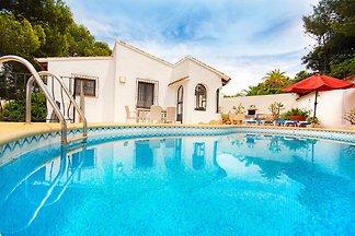 Ferienhaus nahe Meer mit Privatpool