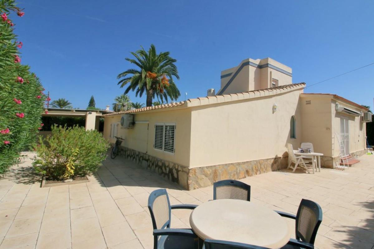 Villa con piscina privada y jacuzzi casa de vacaciones for Villas de vacaciones con piscina privada