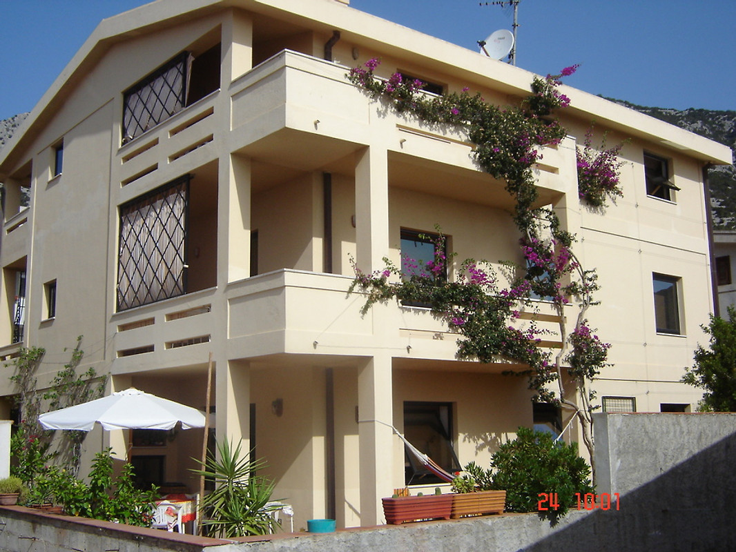Casa basilico holiday flat in cala gonone for Basilico in casa