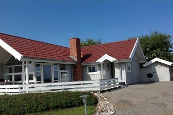 Ferienhaus mit Wasserblick in Lavensby Strand - immagine 1
