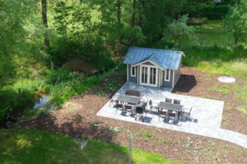 Gartenhaus mit Grillplatz und Feuerstelle