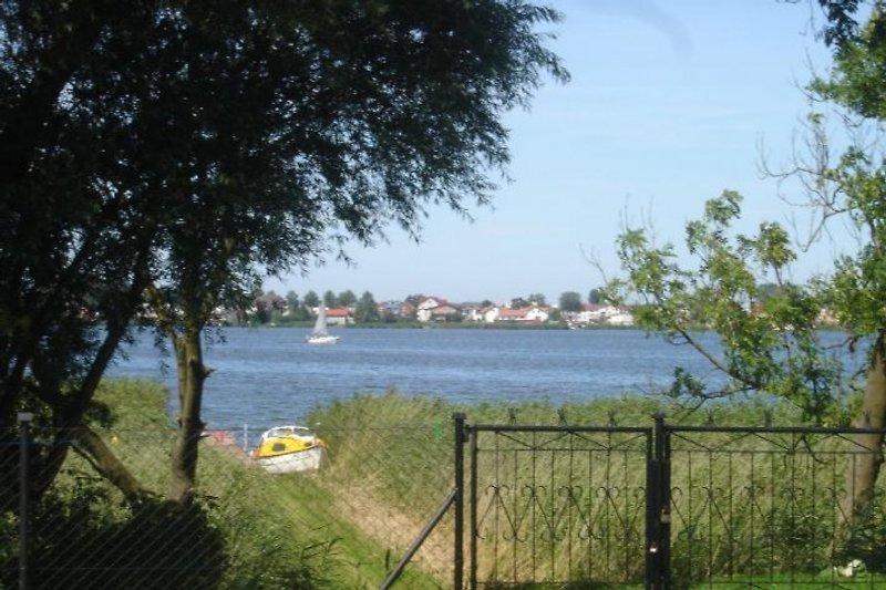 Zugang zum See von mit Steg für beide Häuser
