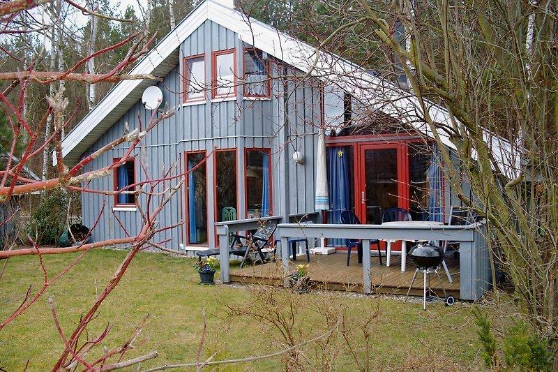 freistehendes Einzelhaus, Südansicht direkt am Waldrand