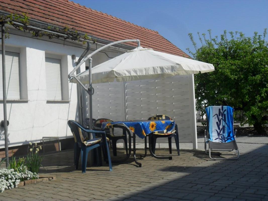ferienhaus am plattensee balaton ferienhaus in balatonboglar mieten. Black Bedroom Furniture Sets. Home Design Ideas