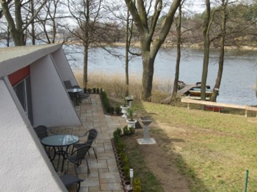 bungalow mit direktem seeblick ferienhaus in kleinzerlang mieten. Black Bedroom Furniture Sets. Home Design Ideas