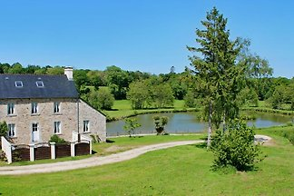 Normandy Farmhouse D'Albart; stunning lakeside setting