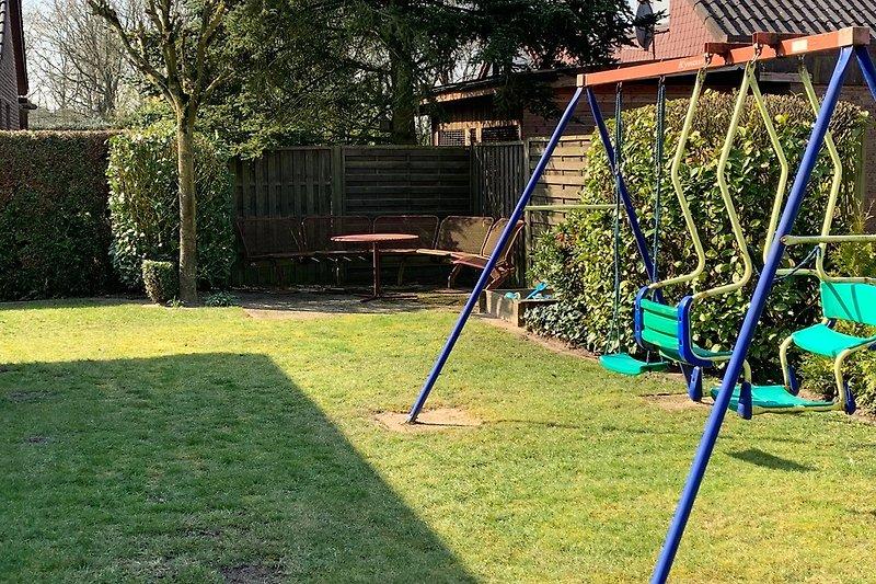 Schaukel im Garten