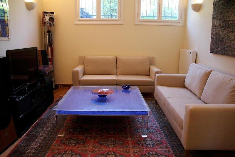 ferienwohnung in athen ferienwohnung in athen mieten. Black Bedroom Furniture Sets. Home Design Ideas